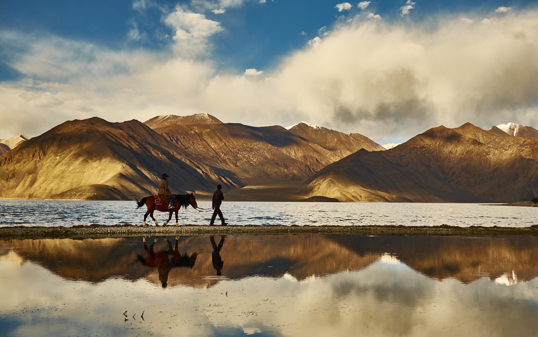 "Ladakh . Fuji X100S . 23mm . f/4 . 1/250"" . ISO 200"