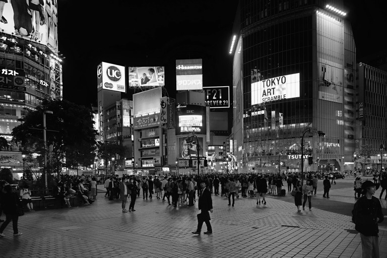 Fujifilm X-T1 + XF 16-55mm WR, @16 mm, F2.8, ISO 400, 1/50 sec, hand-held. Shibuya, Tokyo, Japan.