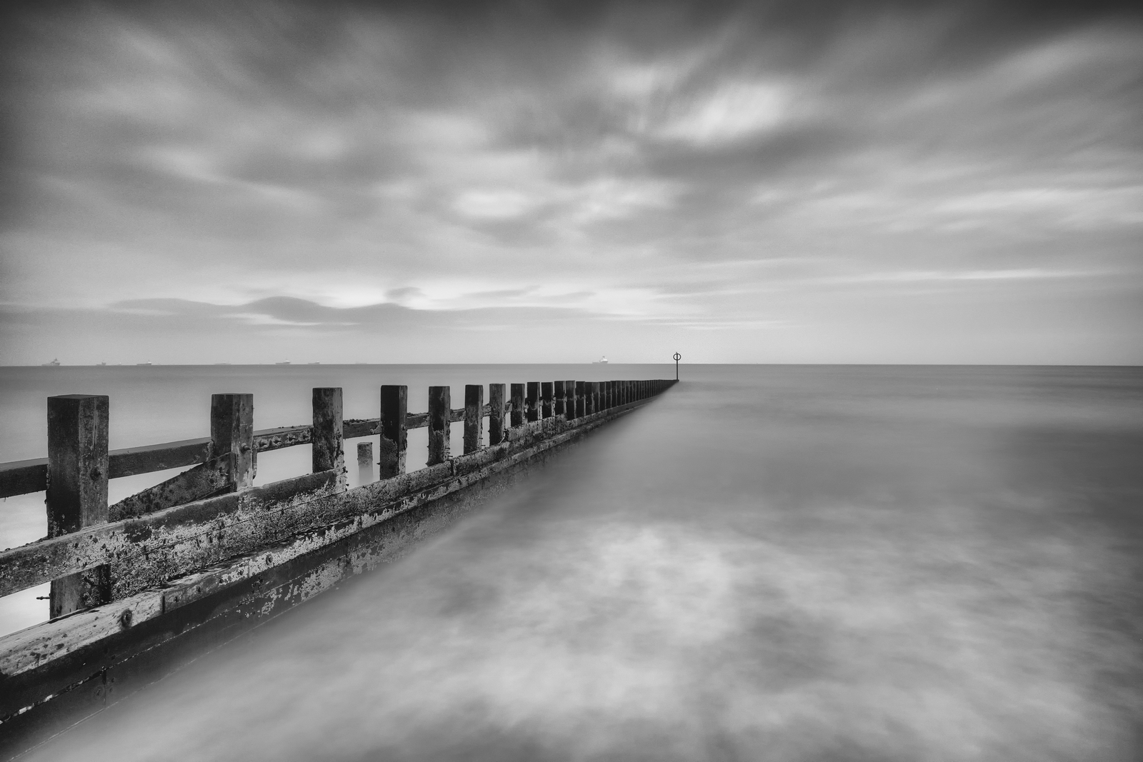 Aberdeen Breakwater – The best gift for santa claus day? Go for a walk with the camera :) Just had a few hours off work. Weather typically English. Cloudy, rain showers and wind, which was ideal weather for photos. Fuji XPro-2, XF 17-55, 60s, f6.5, ISO 200, Hitech ND10 + ND 0,9 Soft